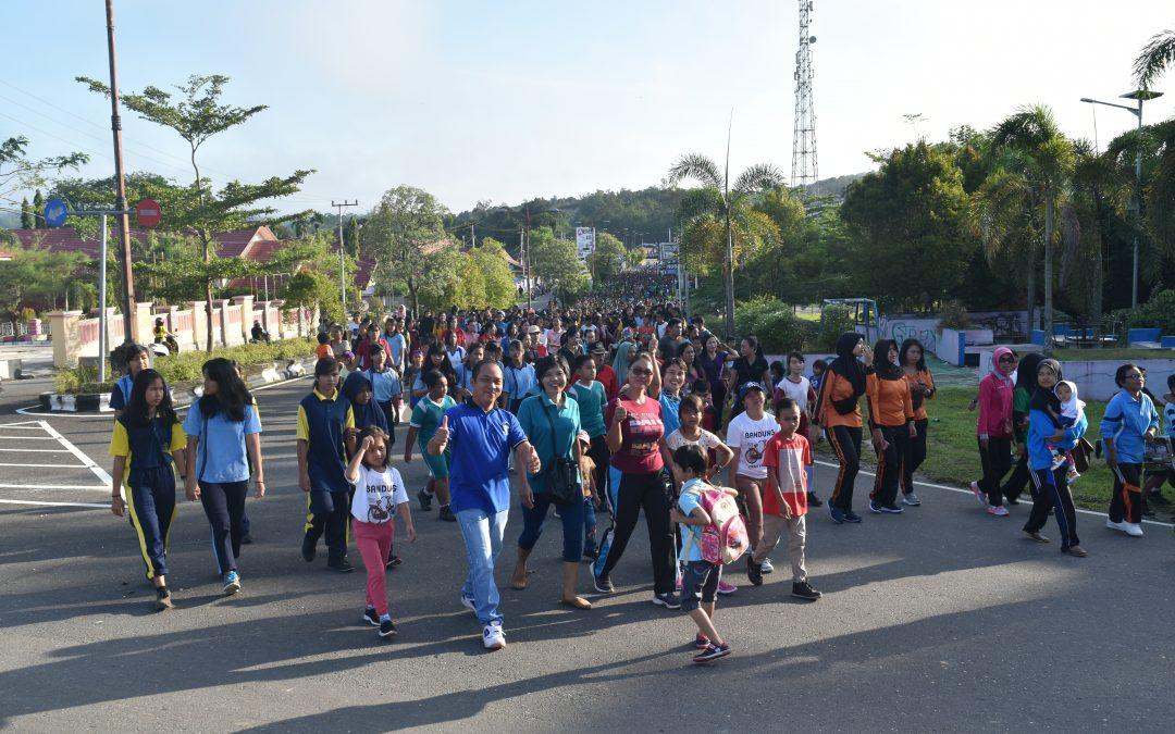 HUT PGRI dan HGN Ke 73 Pelajar dan Masyarakat Ikuti Jalan Sehat