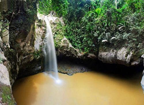 amazing-jembatan-batu-waterfall